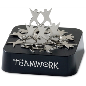 Magnetic Sculpture Teamwork by PaperDirect