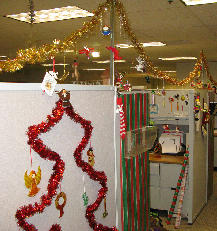 5 ideas for recognizing reps during customer service week for Cubicle decoration xmas